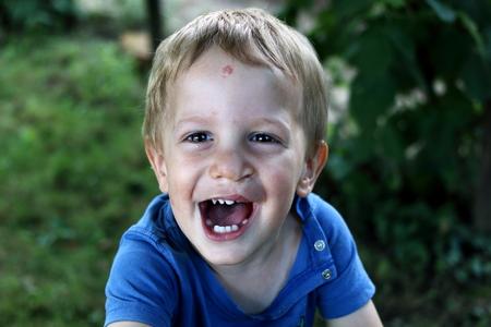 Happy boy with clip left Reklamní fotografie - 65335649