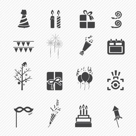 torta candeline: Happy icone di Capodanno isolato su sfondo bianco Vettoriali