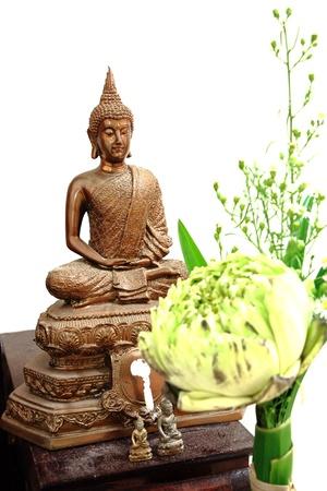 sacrificio: Ofrecemos flor de sacrificio a la imagen de Buda