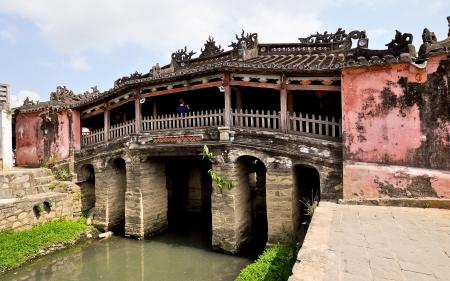 span: Japanese Bridge - Hoi An, Vietnam