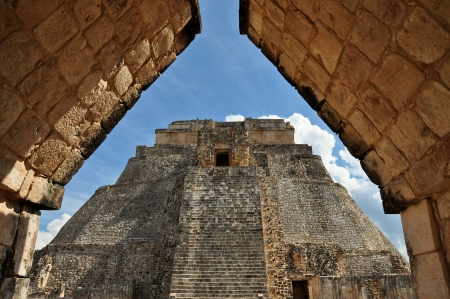 Pyramid of the Magician - Uxmal, Mexico Banco de Imagens - 14695018