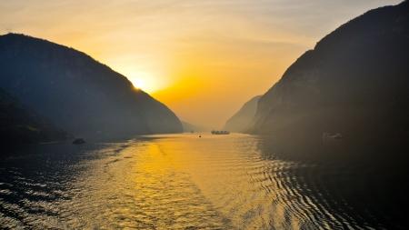 서릉 협곡, 이창, 중국 - 장강에 이른 아침 장면