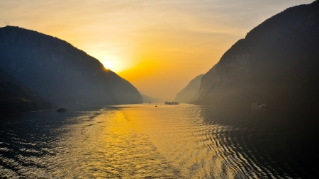 xiling gorge: Early Morning Scene on the Yangtze River - Xiling Gorge, Yichang, China