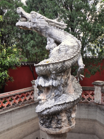 Ancient Marble Sculpture of Mythical White Dragon - White Emperor City, Baidicheng, Chongqing, China Imagens