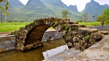 Old Small Arch Stone Bridge, Yangshuo, China Stock Photo - 15036107