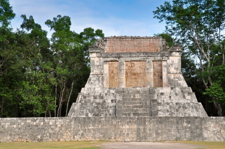 Tempel Op Ball Court - Chichen Itza, Mexico
