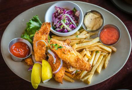 fish and chips: Alimentos - pescado y patatas fritas Foto de archivo