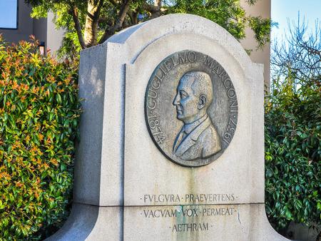 San Francisco, CA, USA - 1 februari 2014: Standbeeld, Guglielmo Marconi. Hij deelde de 1909 Nobelprijs voor de Natuurkunde met KF Braun in de erkenning van hun bijdragen aan de ontwikkeling van de draadloze telegrafie. Stockfoto - 48688747