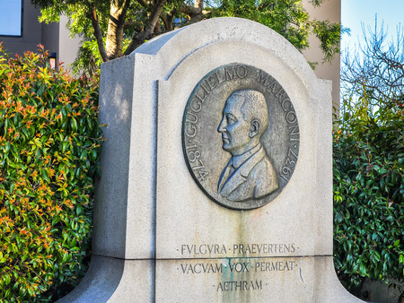 San Francisco, CA, USA - Feb. 1, 2014: Statue, Guglielmo Marconi. He shared the 1909 Nobel Prize in Physics with K. F. Braun in recognition of their contributions to the development of wireless telegraphy. Imagens - 48688747