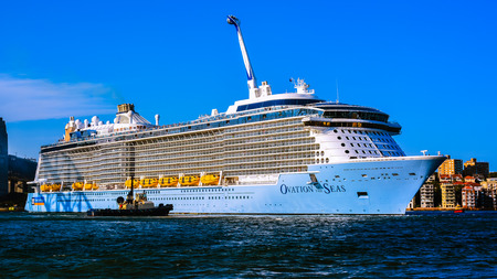 Sydney, Australia - Jan. 28, 2017: Cruise ship 'Ovation of the Seas' moored in Sydney Harbour, Sydney, Australia. Ovation of the Seas entered service on 14 April 2016. Banco de Imagens - 76376721