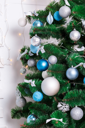 hearthside: Decorated Christmas tree. Beautiful Christmas living room with Christmas tree
