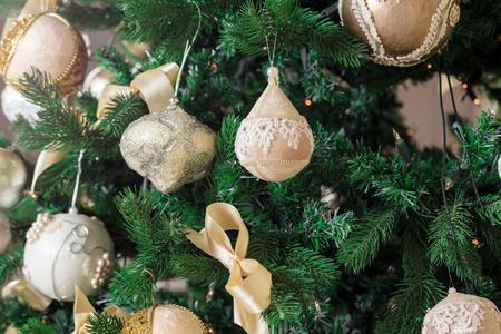 hearthside: Decorated Christmas tree. Beautiful Christmas living room with Christmas tree