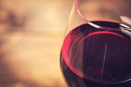 浅い焦点ガラス唇とワインのガラスのマクロ 写真素材