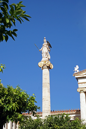 Statue of Athena placed behind the statue of Plato in Athens, Greece Stockfoto
