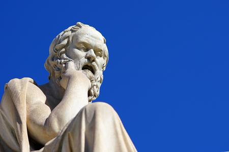 Standbeeld van Socrates voor de Universiteit van Athene in Griekenland Stockfoto