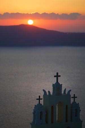 Panoramic view of the Caldera with a church in Santorini, Greece 免版税图像
