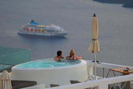 Santorini, Greece, September 21 2018, Tourists relaxing in a bar drinking and admiring the sunset in Oia Standard-Bild - 119860119