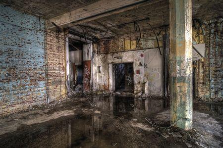 in disrepair: Colorful fabbrica abbandonata Archivio Fotografico