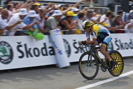 M�NACO - 4 de julio: Lance Armstrong, del equipo Astana acabados los �ltimos 150 metros del 2009 Tour de Francia el 4 de julio de 2009, en M�naco