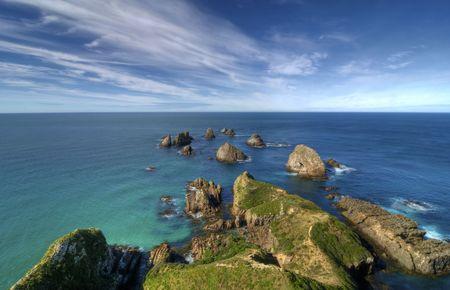 La bella costa en Nugget Point en Nueva Zelanda
