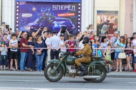 Donetsk, Donetsk People Republic - June 24, 2020: Military men on motorcycles of the Second World War ride along the main street during the parade in honor of the victory in the great Patriotic war. 新聞圖片