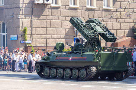 Donetsk, Donetsk People Republic, Ukraine - June 24, 2020: The Strela anti-aircraft missile systems moves along Artyoma Street during the Victory Parade in World War II. 新聞圖片
