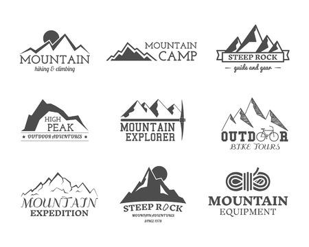흑백 야외 모험 탐색기 캠프 배지, 및 레이블 템플릿 집합입니다. 여행, 하이킹, 등산 스타일. 모험 사이트에 최적, 여행 잡지 등 배경입니다. 벡터. 일러스트