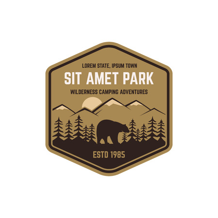 National park vintage badge. Mountain explorer label. Outdoor adventure logo design with bear. Travel and hipster insignia. Wilderness, forest camping emblem. Hiking, backpack Vector design typography Vettoriali