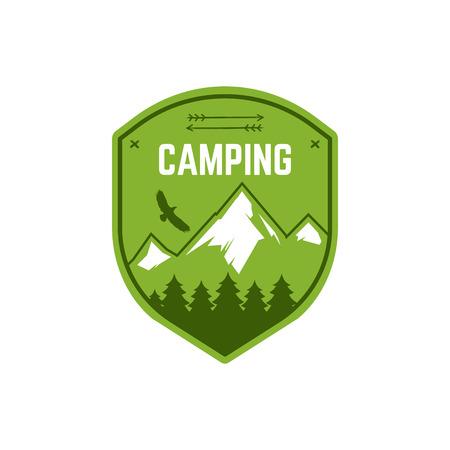 Camping etichetta. Vintage inverno Mountain camp Explorer distintivo. disegno avventura logo all'aperto. Viaggi disegnati a mano e insegne di colore pantaloni a vita bassa. Snowboard icona simbolo. Wilderness emblema e timbro. Vettore. Archivio Fotografico - 50376511