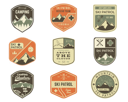 Set of Retro style Ski Club, Patrol Labels. Classic Mountain elements. Winter or summer camping explorer badges. Outdoor adventure logo design. Travel hipster insignia. Adventure patches. Vector Vectores