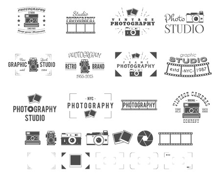 Photography logo templates set. Use for photo studio, old cameras equipment store, shop etc. Photographer symbols included - retro cameras, frame and other elements. Vector. Vettoriali
