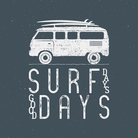 Gráficos de Surf de la vendimia y del cartel para el diseño web o impresión. bandera surfista con la furgoneta, rv y el signo de la tipografía - días de surf. Coche viejo estilo de caravana para impresiones, camiseta, camiseta. Aislar del vector en la oscuridad. Foto de archivo - 60907217