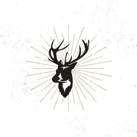 Tiquette de tête de cerf dessinée à la main. Silhouette vectorielle noire vintage de la tête de cerf avec des bois, des sunbursts isolés sur fond blanc. Conception de la forme des animaux sauvages. Illustration de timbre. Banque d'images - 75744410
