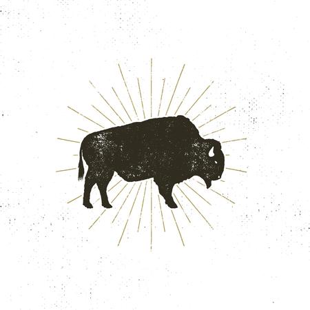 Silhouette d'icône de bison. Effet typographique rétro. Symbole de Buffalo avec sunbursts isolé sur fond blanc. Utiliser pour le logo steak house, infographie, logotype. conception. Banque d'images - 85423946
