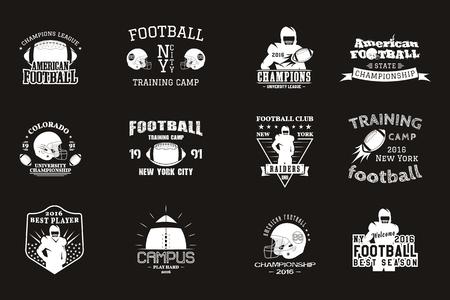 大学ラグビーとアメリカン フットボール チームのキャンパス、大学バッジ ロゴ ラベル記章用 t シャツ、ビンテージ デザインのレトロなスタイルの web します。黒の背景に分離したモノクロ印刷。. 写真素材 - 85425265