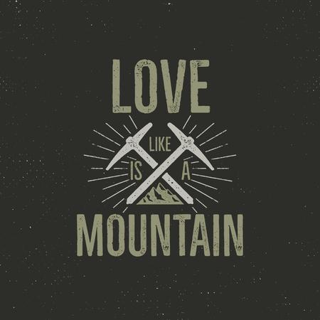 손으로 그린 빈티지 레이블 티 셔츠 디자인을 등반. 산으로 여행 배지, 장비와 견적을 오르십시오 - 사랑 산. 야외 모험 티셔츠, 로고 타입. 주식 거친