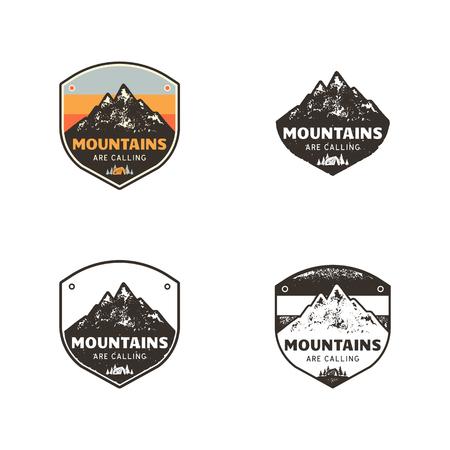 Skiclub, labels voor bergenverkenner. Vintage hand getrokken berg winterkamp badges. Outdoor avontuur skikamp logo ontwerp. Reispatch, hipster print. Retro kleuren, zwarte emblemen. Voorraad Vector