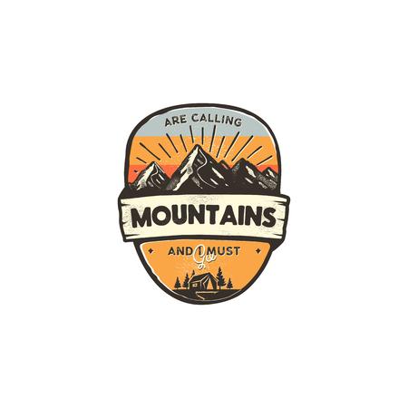 Concetto di design del logo di viaggio. Stile di colori retrò. Distintivo di avventura in montagna, modello di logo di viaggio. Toppa da campeggio, stampe. Etichetta di viaggio stock isolato su sfondo bianco