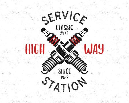 Disegno dell'emblema della stazione di servizio. Logo classico del garage in stile retrò con candela monocromatica e tipografia High way. Distintivo meccanico. Buono per il tee. Vettore di stock isolato su bianco