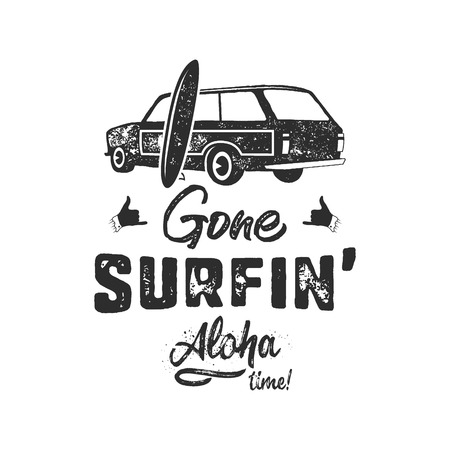 Vintage hand drawn summer T-Shirt. Gone surfing - aloha time with surf old car, van and shaka sign. Perfect for tee, mug or any other prints. Stock monochrome Фото со стока - 106928599