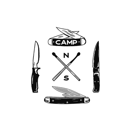 Icônes d'aventure de camping vintage dessinés à la main. Formes de randonnée - allumettes et couteaux. Design monochrome rétro. Peut être utilisé pour des t-shirts, des impressions. Symboles de vecteur stock isolés sur blanc