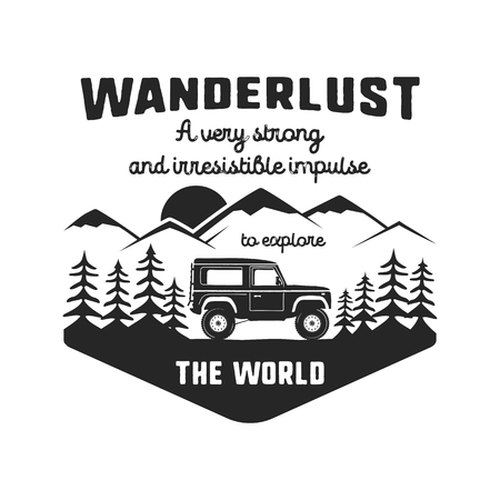 Emblema del logo Wanderlust. Distintivo di viaggio nero disegnato a mano dell'annata. Caratterizzato da vecchia macchina che guida attraverso le montagne e la foresta. Inclusa citazione personalizzata sul vagabondaggio. Insegne di escursione vettoriali stock