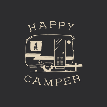キャンプタイポグラフィバッジイラストデザイン。RVバントレーラーと引用と屋外旅行ロゴグラフィック - ハッピーキャンピングカー。Tシャツやその他の用途のためのワンダーラスト古いスタイルのパッチ。ストックベクトル