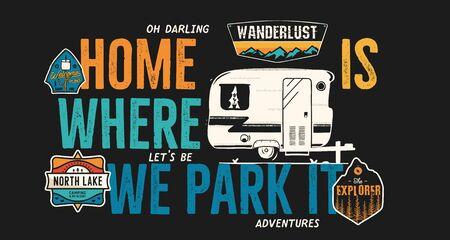キャンプバッジデザイン。引用と屋外の冒険のロゴ - ホームは、私たちがTシャツのために、それを駐車する場所です。レトロなキャンピングカーのバントレーラーとワンダーラストパッチが含まれています。珍しいヒップスタースタイル。ストックベクター分離