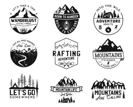 Loghi vintage del campo, set di distintivi di montagna. Disegni di etichette disegnate a mano. Spedizione di viaggio, voglia di viaggiare ed escursionismo. Emblemi all'aperto. Collezione di logotipi. Vettore di stock isolato su bianco