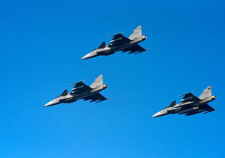 Helsinki, Finland - 9 June 2017: Squadron of Swedish Air Force Saab JAS 39 Gripen multirole fighter jets over Helsinki at the Kaivopuisto Air Show 2017. Saab Gripen is one of the candidates in HX Fighter Programme of the Finnish air force. Standard-Bild - 140147352