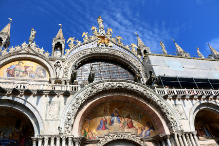 st marks square: St Marks basilica on St Marks Square in Venice, Italy.