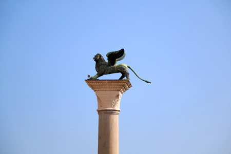 leon alado: Winged lion sculpture on The Piazzetta di San Marco in Venice, Italy.