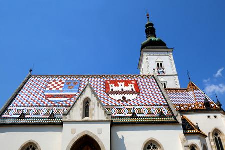 聖マルコ教会、サン ・ マルコ広場、ザグレブ、クロアチアの歴史的な教会。屋根瓦は、ザグレブと三位一体王国のクロアチア、スラヴォニア、ダル