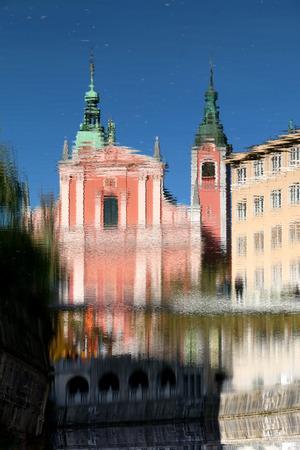 Reflection of Franciscan Church of the Annunciation in river Ljubljanica, landmark in Ljubljana, Slovenia. Archivio Fotografico